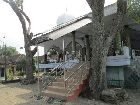 Area depan serambi masjid